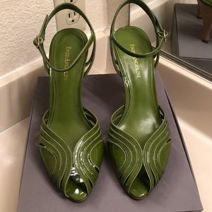 Green paintent leather strap heels